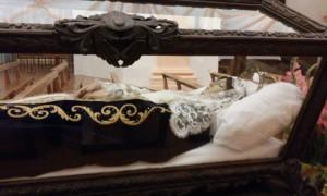 Virgen de la cama